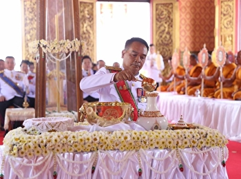 Udon Thani held the quenching candle and water clock-wise ceremony,